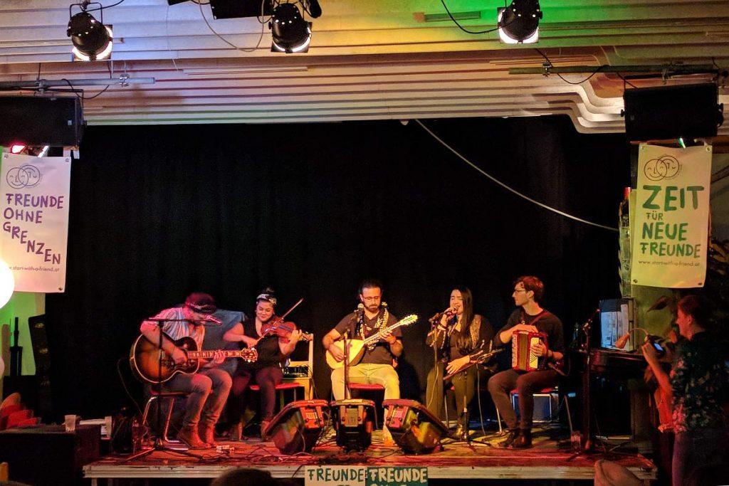 Band Abid Express beim Live-Auftritt
