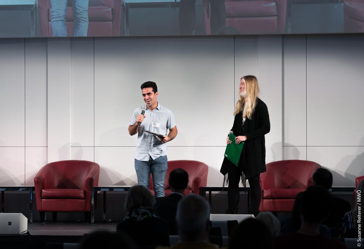Stefanie und Masud auf der Bühne bei M.W.Ö.